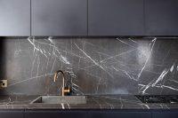 cool-stone-kitchen-backsplashes-that-wow-23