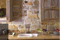 cool-stone-kitchen-backsplashes-that-wow-31