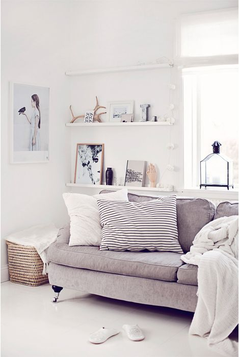 34 Cool Ways To Use Picture Ledges For Home Décor