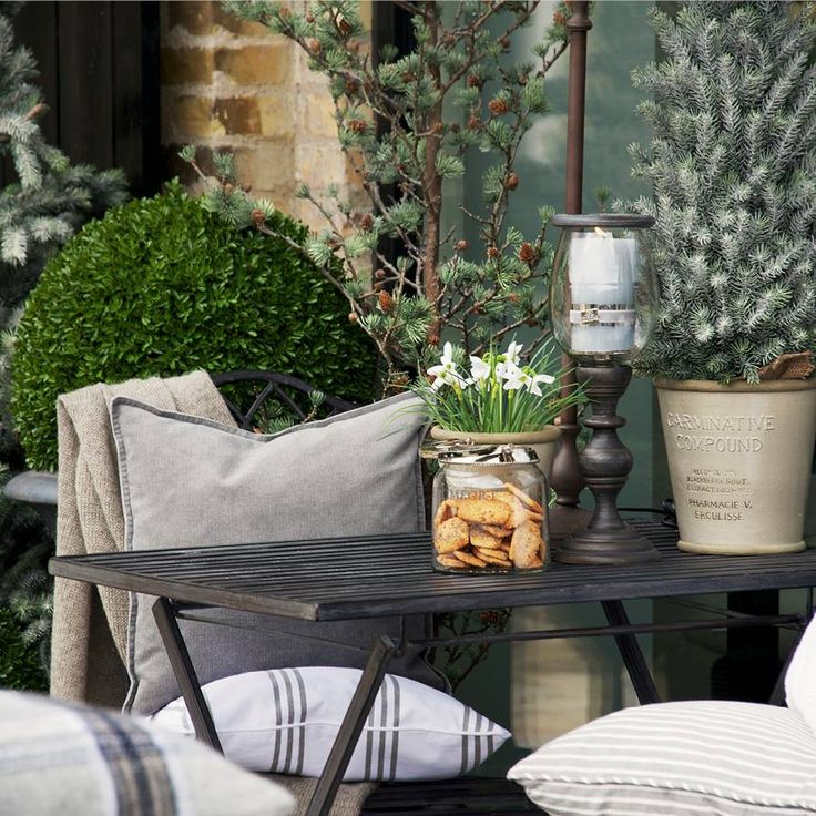 Cozy And Beautiful Winter Terrace Decor Ideas