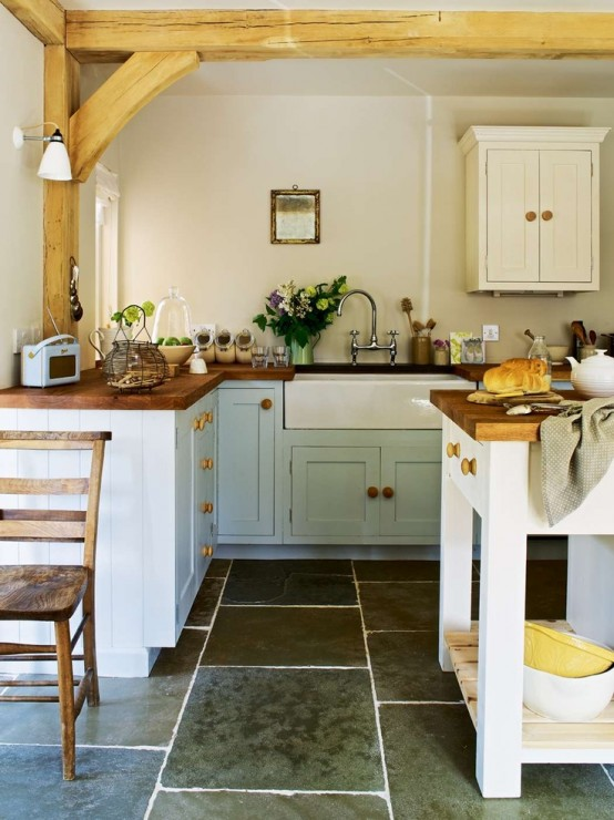 35 cozy and chic farmhouse kitchen d cor ideas digsdigs for Country cottage floor tiles