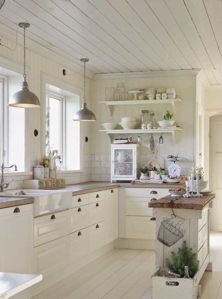 31 cozy and chic farmhouse kitchen d cor ideas digsdigs - Country style kitchen cabinets ...