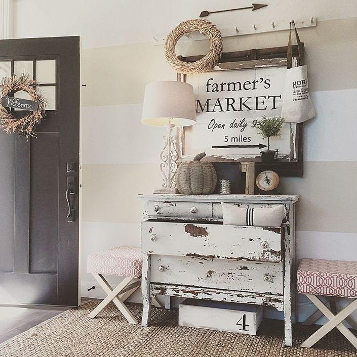 Cozy and simple farmhouse entryway decor ideas 16 digsdigs for Foyer ideas farmhouse