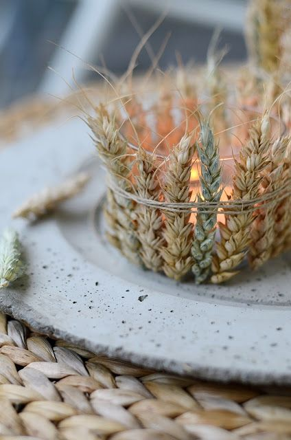 a candle holder of glass covered with wheat is a cool idea to make your table look like fall