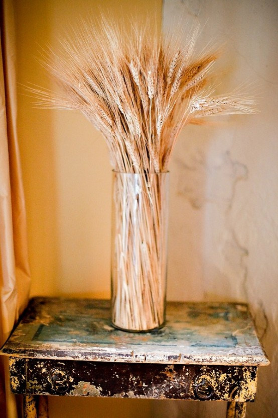wheat in a clear glass vase is a lovely idea for decorating for the fall, very modern yet rustic and cozy
