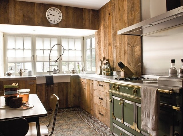 40 cozy chalet kitchen designs to get inspired digsdigs for Decoration cuisine avec faience