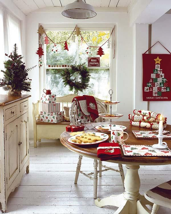 40 cozy christmas kitchen d cor ideas digsdigs for Kitchen table decoration ideas
