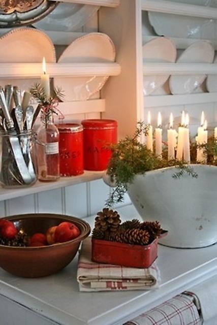 40 cozy christmas kitchen décor ideas - digsdigs