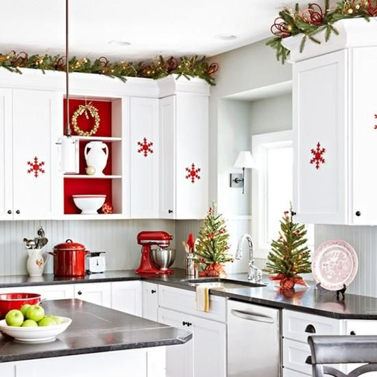 40 cozy christmas kitchen d cor ideas digsdigs for Accessoire deco rouge