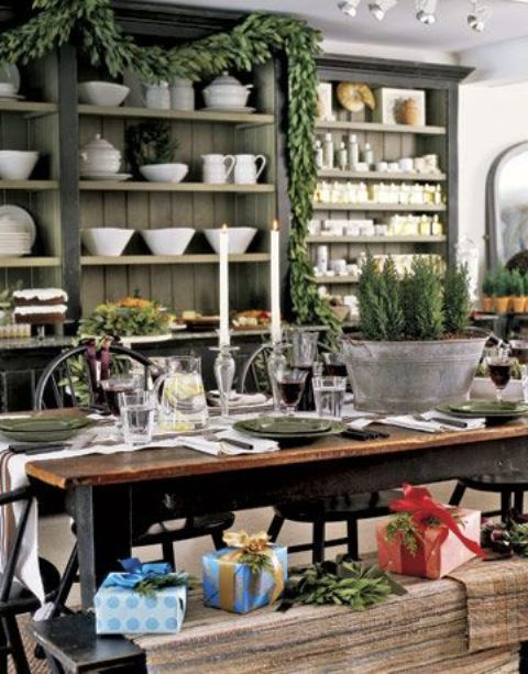evergreen garlands, mini Christmas trees and gift boxes right on the benches make the kitchen feel like Christmas
