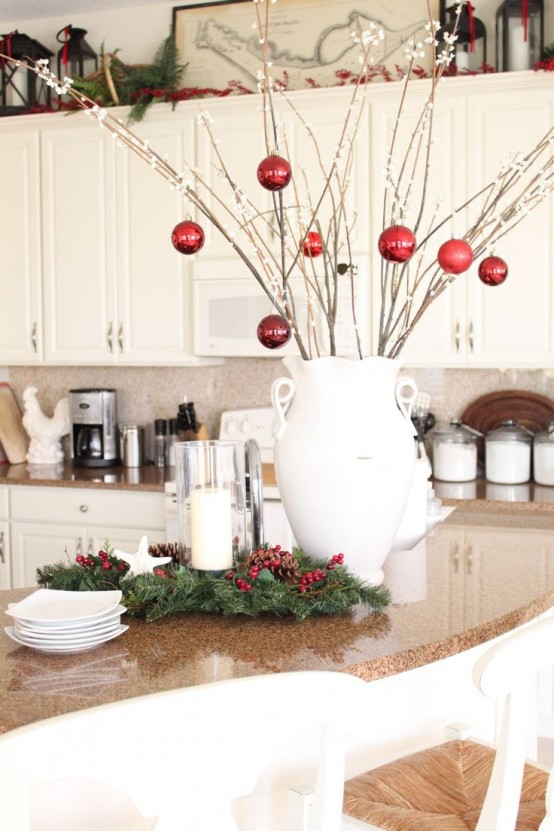 40 cozy christmas kitchen d cor ideas digsdigs for Modern holiday decorations for home