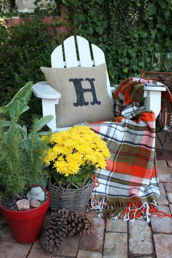 Plaid blankets not only help you to stay warm outdoors but also looks nice and add a touch of coziness to your seating area.