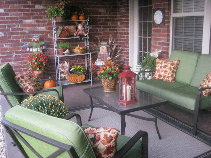 40 cozy fall patio decorating ideas digsdigs for Decorate your balcony