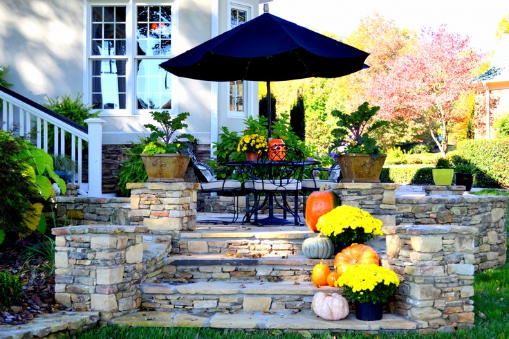 40 cozy fall patio decorating ideas digsdigs for Decoration patio exterieur