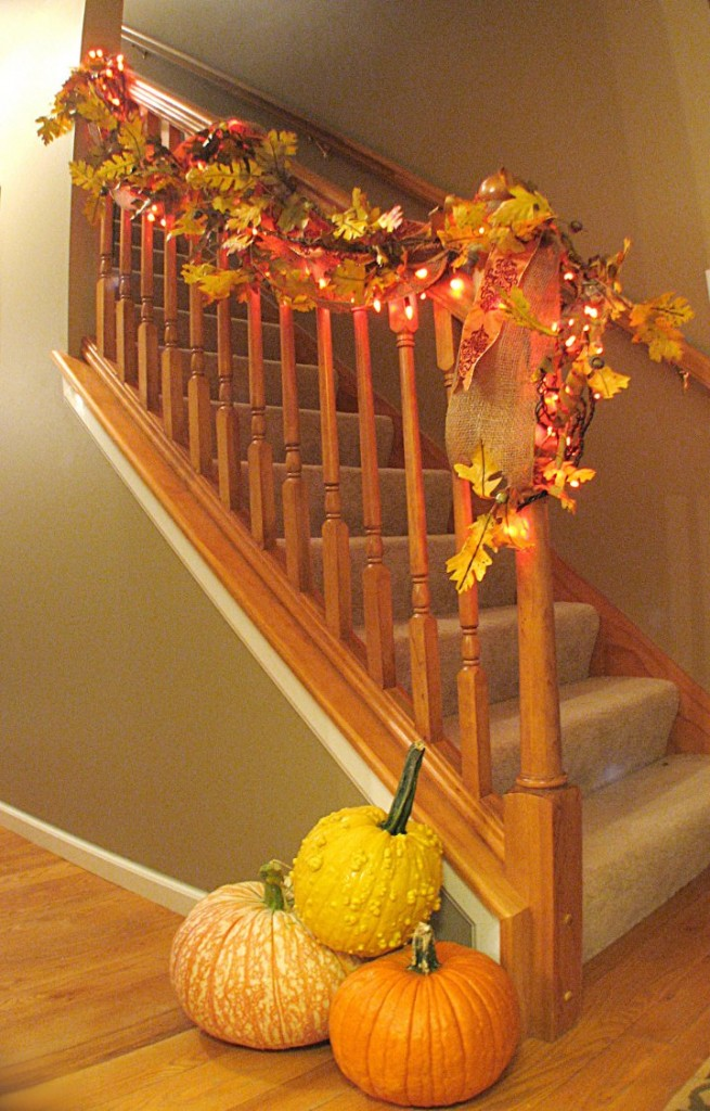 30 cozy fall staircase d cor ideas digsdigs for Thanksgiving home decorations