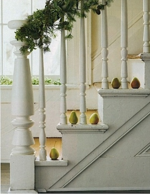 Do you have a pear tree in your backyard? Pears would look be a great alternative to pumpkins on placed steps.