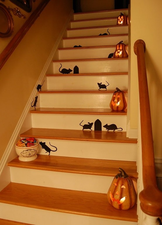Cute silhouettes and mini jack-o-lanterns would make your staircase ready for Halloween.