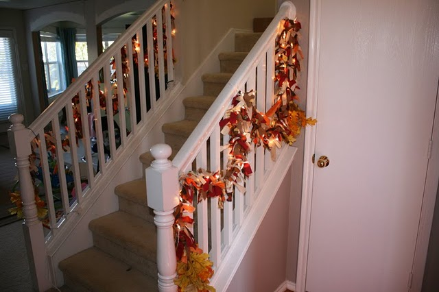 Lighting Basement Washroom Stairs: 30 Cozy Fall Staircase Décor Ideas