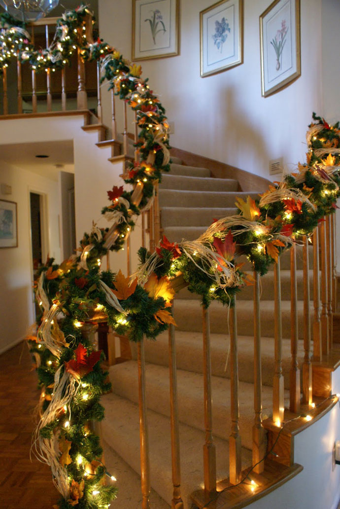 30 cozy fall staircase d cor ideas digsdigs for Design a christmas decoration
