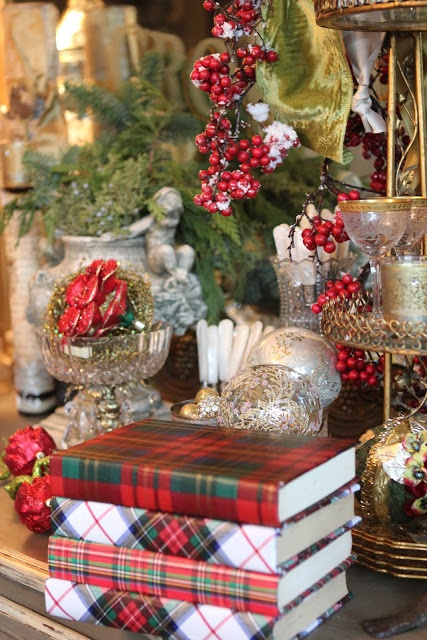Cozy Plaid Décor Ideas For Christmas DigsDigs - Christmas tartan table decoration