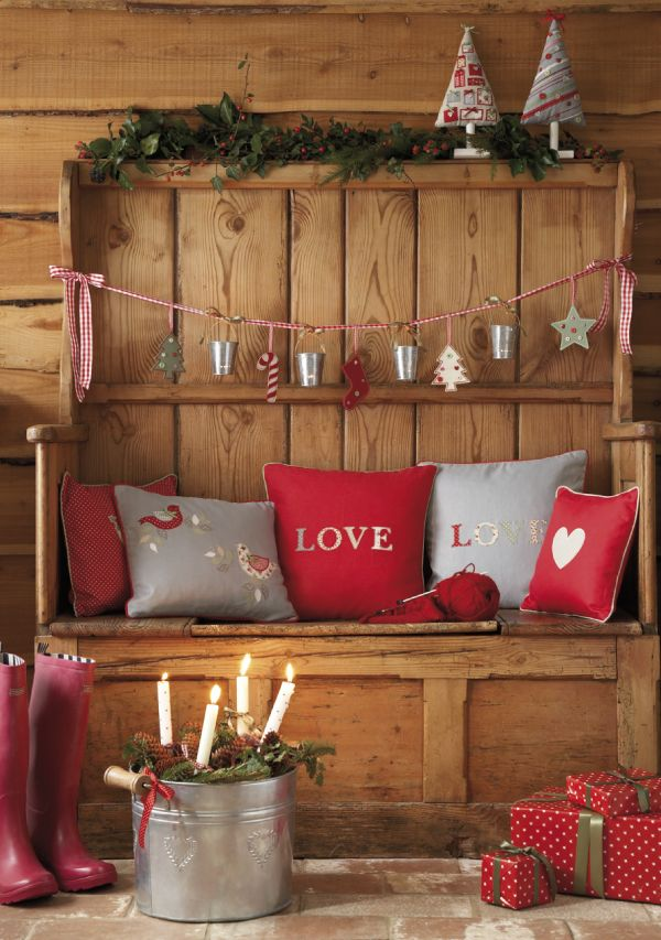 27 cozy red and grey christmas d cor ideas digsdigs for Home christmas decorations ideas