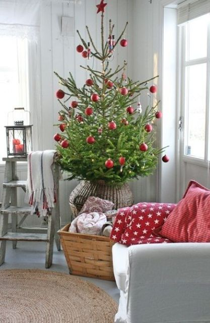 27 Cozy Red And Grey Christmas Décor Ideas