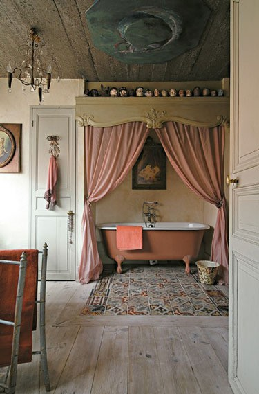 Cozy Romantic Bathroom