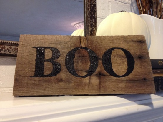a simple rustic sign with BOO letters is an easy Halloween decoration to rock