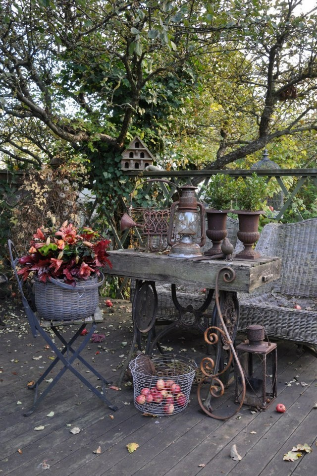 57 cozy rustic patio designs digsdigs for Rustic landscape ideas