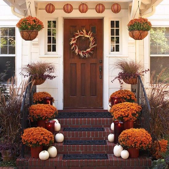 30 cozy thanksgiving front door décor ideas - digsdigs