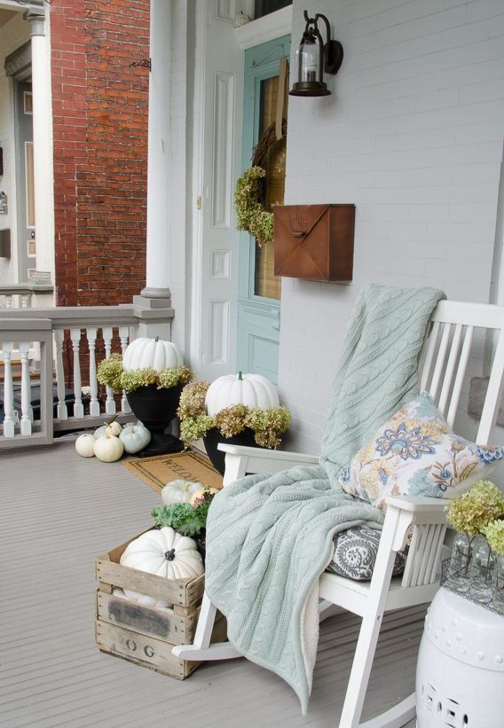 white pumpkins, dried hydrangeas, a crate with pumpkins and hydrangeas, a wreath with hydrangeas for a chic fall porch or front door