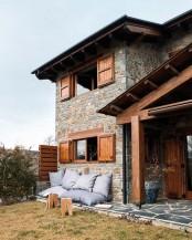 Дом с нотками стиля Шале.  Оригинальное оформление фасада дома на.