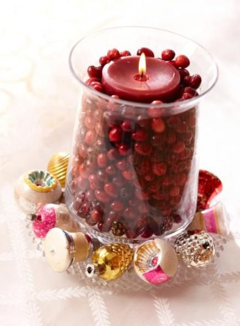 46 cranberry christmas d cor ideas digsdigs Small christmas centerpieces