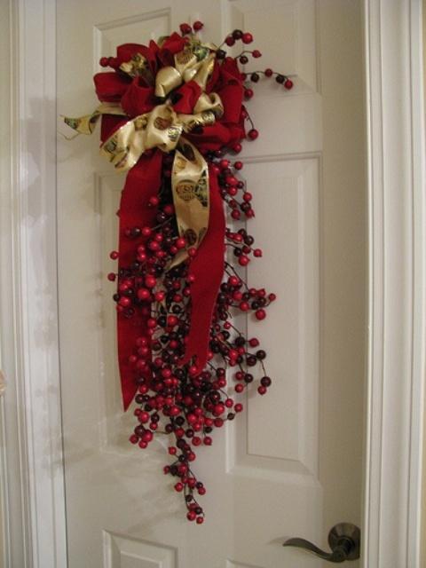 46 Cranberry Christmas Décor Ideas - DigsDigs