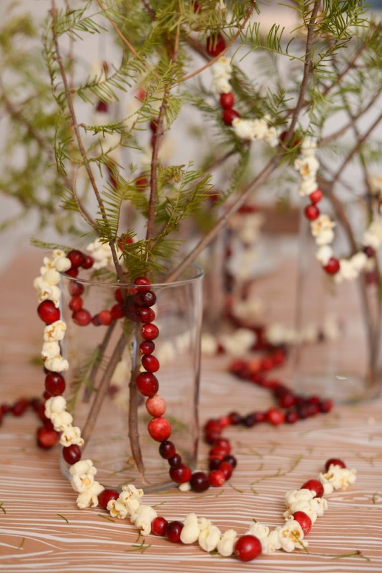 46 Cranberry Christmas Décor Ideas