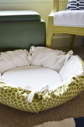 a simple and comfortable round cat bed is all-soft and welcoming, your cat will be happy to lie inside