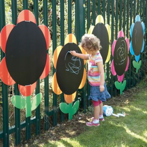 large chalkboard flowers attached to the fence look cool and fun and inspire your kids to be creative