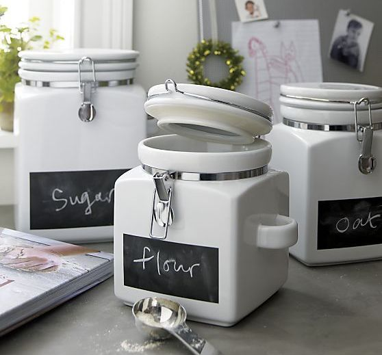 jars with ligs and chalkboard tags that mark what's inside are lovely and cool for any kitchen