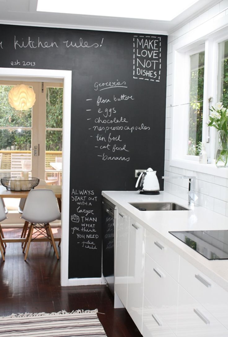 35 creative chalkboard ideas for kitchen d cor digsdigs for Estilos de cocinas pequenas