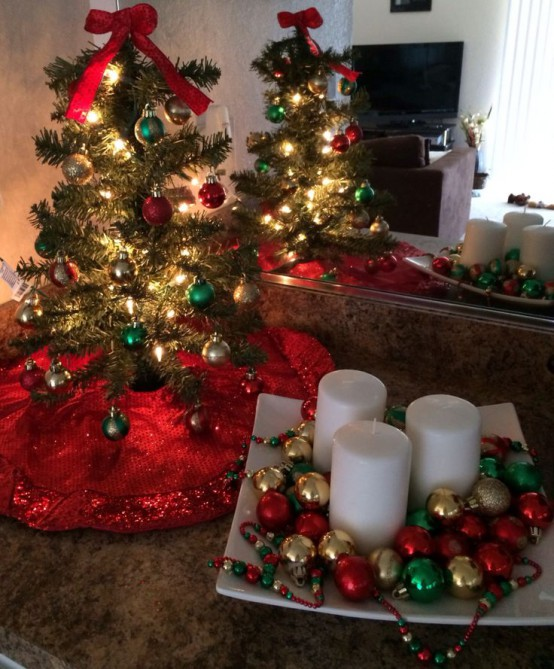 30 creative christmas dcor ideas for small es digsdigs - Christmas Decorations For Sofa Table