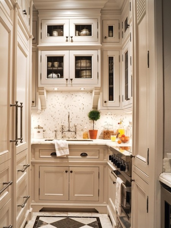 45 creative small kitchen design ideas digsdigs for Small white galley kitchen ideas
