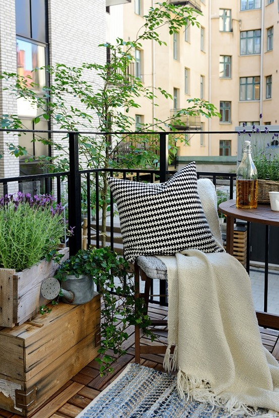 Attrayant Decoration Cosy Et Idees Creatives #4: 31 Creative Yet Simple Summer Balcony D Cor Ideas To Try Decoration Cosy Et  Idees Creatives