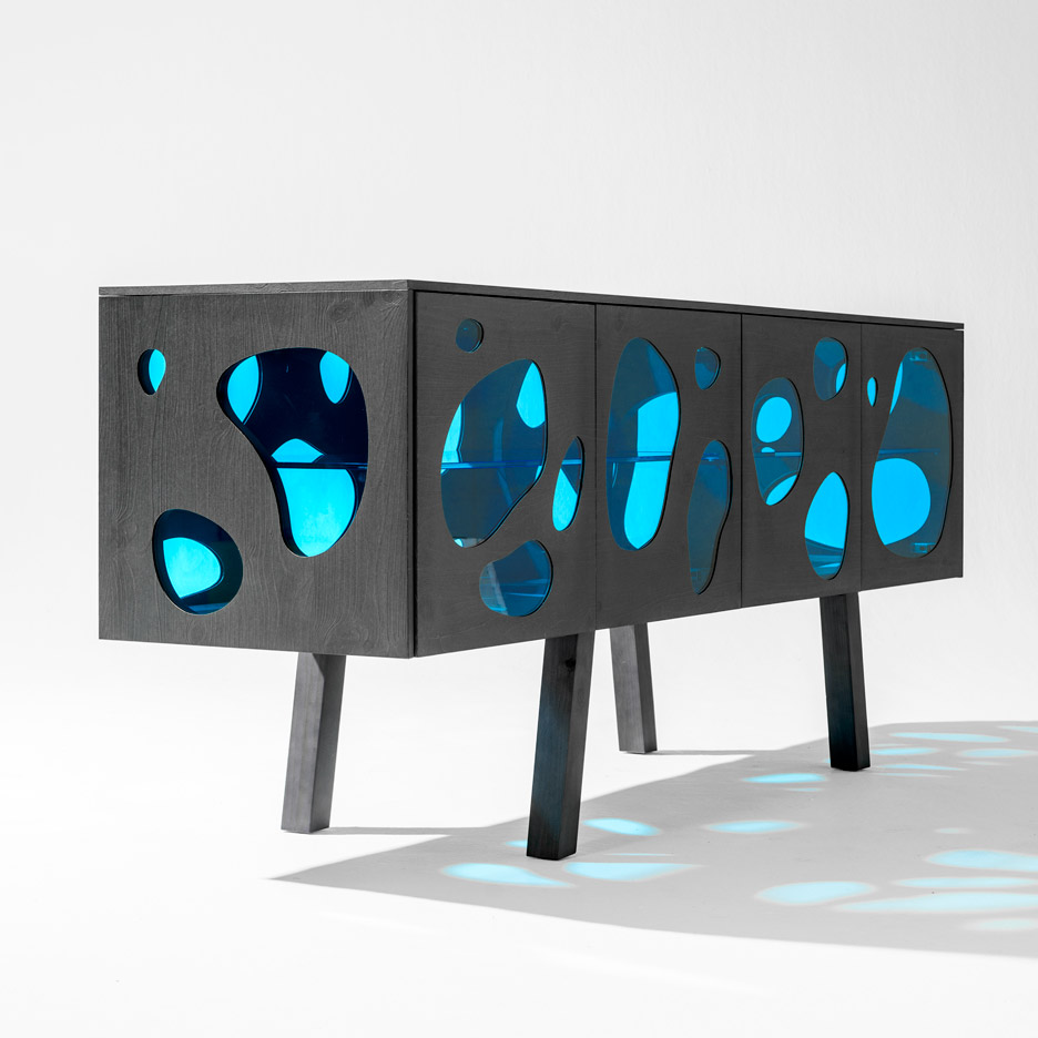 Picture Of cuboid aquario cabinet with colored glass inserts  5