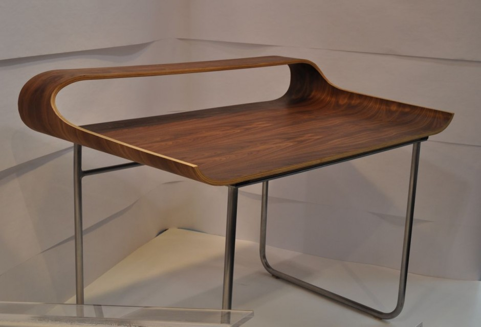 Stylish Curved Minimalist Desk DigsDigs