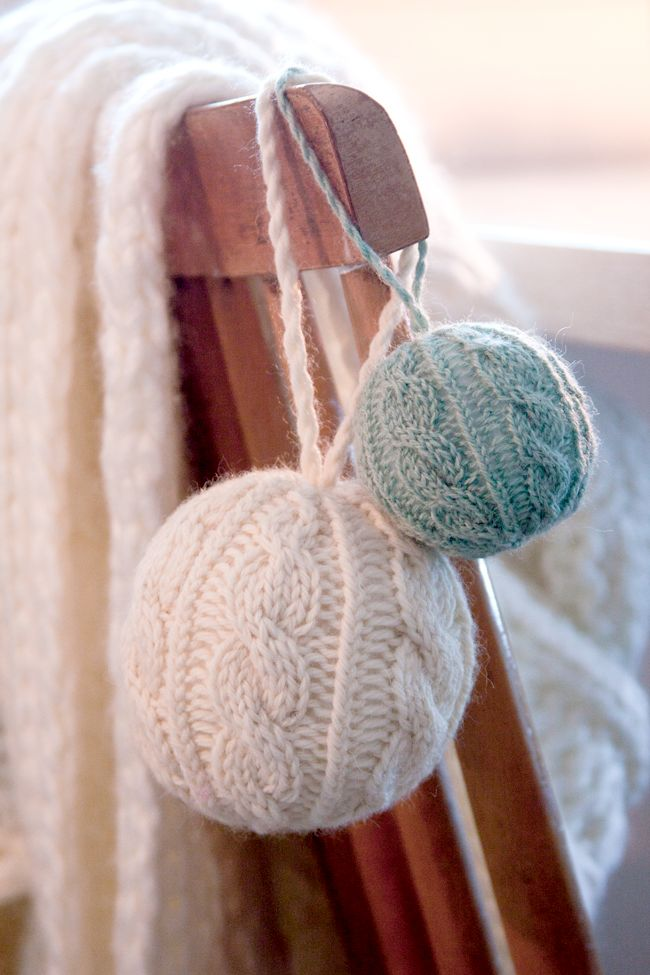 Cute and cozy knitted christmas decorations digsdigs