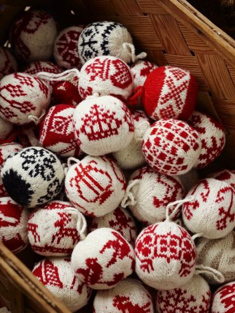 Cute And Cozy Knitted Christmas Decorations