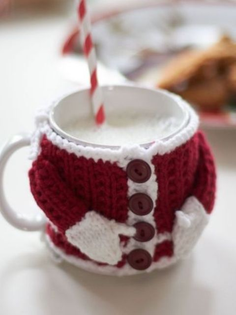 32 Cute And Cozy Knitted Christmas Decorations - DigsDigs