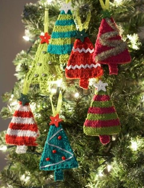 Basic Cable Knit Scarf Pattern : 32 Cute And Cozy Knitted Christmas Decorations - DigsDigs