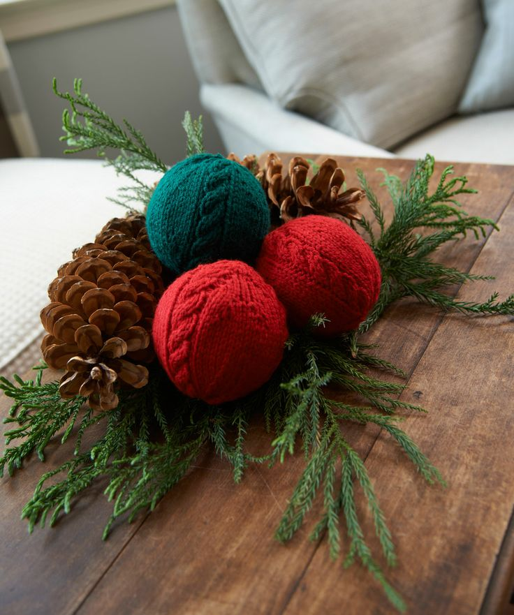 Knitting Christmas Decorations : Picture of cute and cozy knitted christmas decorations