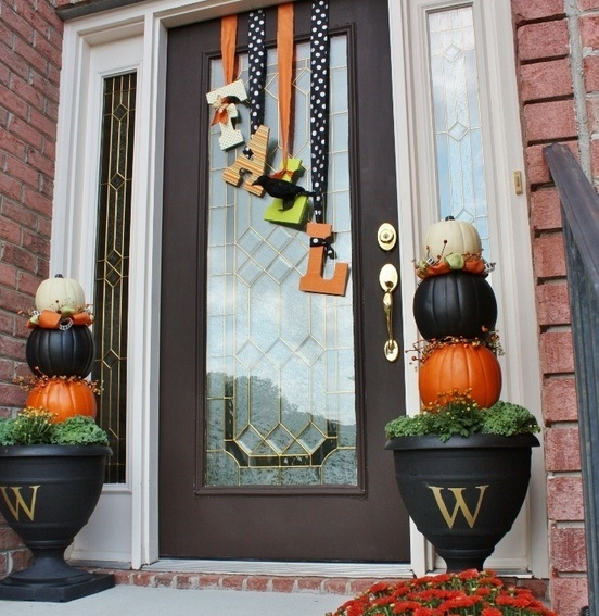 67 cute and inviting fall front door d cor ideas digsdigs for Door substitute ideas